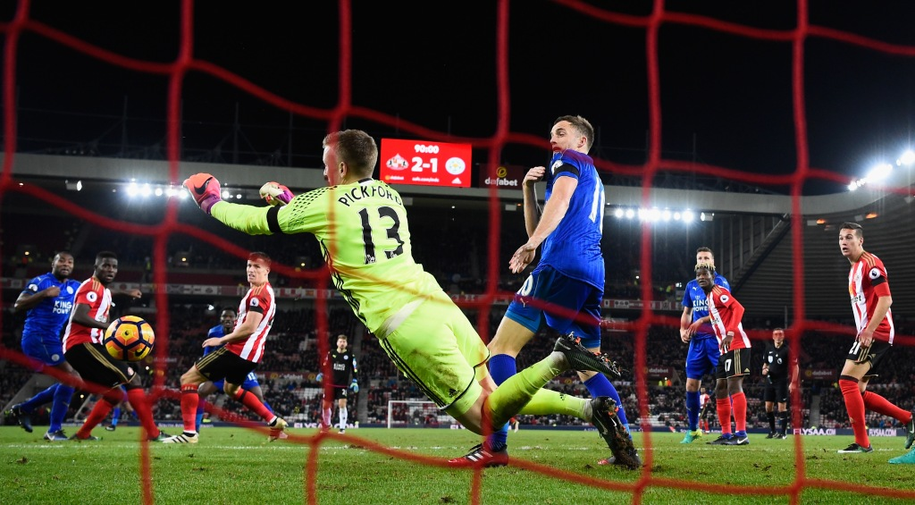 SUNDERLAND, ENGLAND - DECEMBER 03: Leicester player Andy King (c) reacts as Sunderland goalkeeper Jordan Pickford makes a last minute save to deny Leicester a draw during the Premier League match between Sunderland and Leicester City at Stadium of Light on December 3, 2016 in Sunderland, England. (Photo by Stu Forster/Getty Images)