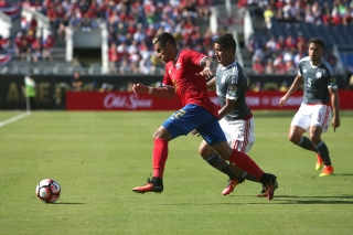 ORLANDO, FL - JUNE 04: Ronald Matarrita #22 of Costa Rica chases the ball during the 2016 Copa America Centenario Group A match between Costa Rica and Paraguay at Camping World Stadium on June 4, 2016 in Orlando, Florida. (Photo by Alex Menendez/ Getty Images)