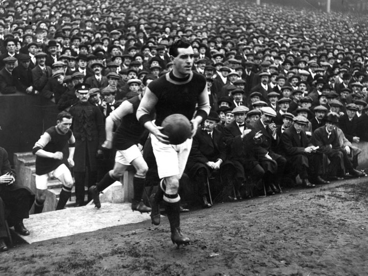 Burnley takes the pitch moments before winning the 1914 FA Cup final. (Getty Images)