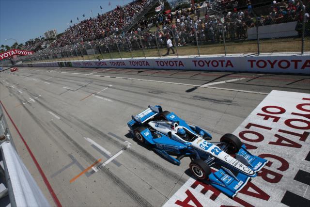 Pagenaud leads Dixon. Photo: IndyCar