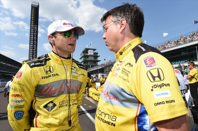 Bell and engineer Craig Hampson. Photo: IndyCar