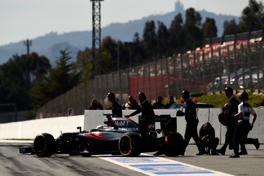MONTMELO, SPAIN - MARCH 01: Members of the McLaren Honda team run out to Fernando Alonso of Spain and McLaren Honda's car in the pit lane during day one of F1 winter testing at Circuit de Catalunya on March 1, 2016 in Montmelo, Spain. (Photo by David Ramos/Getty Images)