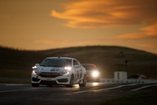 shea-holbrook-driving-2017-honda-civic-at-25-hours-of-thunderhill-race