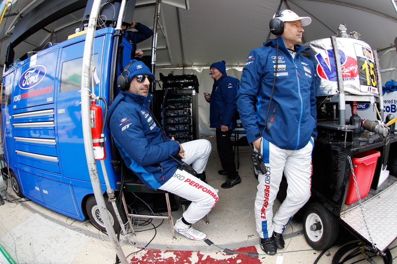 Kanaan and Priaulx (standing). Photo courtesy of IMSA