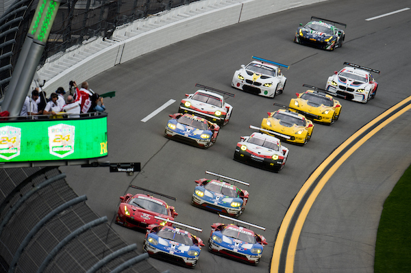 January 26-29, 2017: Rolex Daytona 24. Start of the 55th Daytona 24 GTLM class, 67 Ford Chip Ganassi Racing, Ford GT, Ryan Briscoe, Richard Westbrook, Scott Dixon leads the race from pole