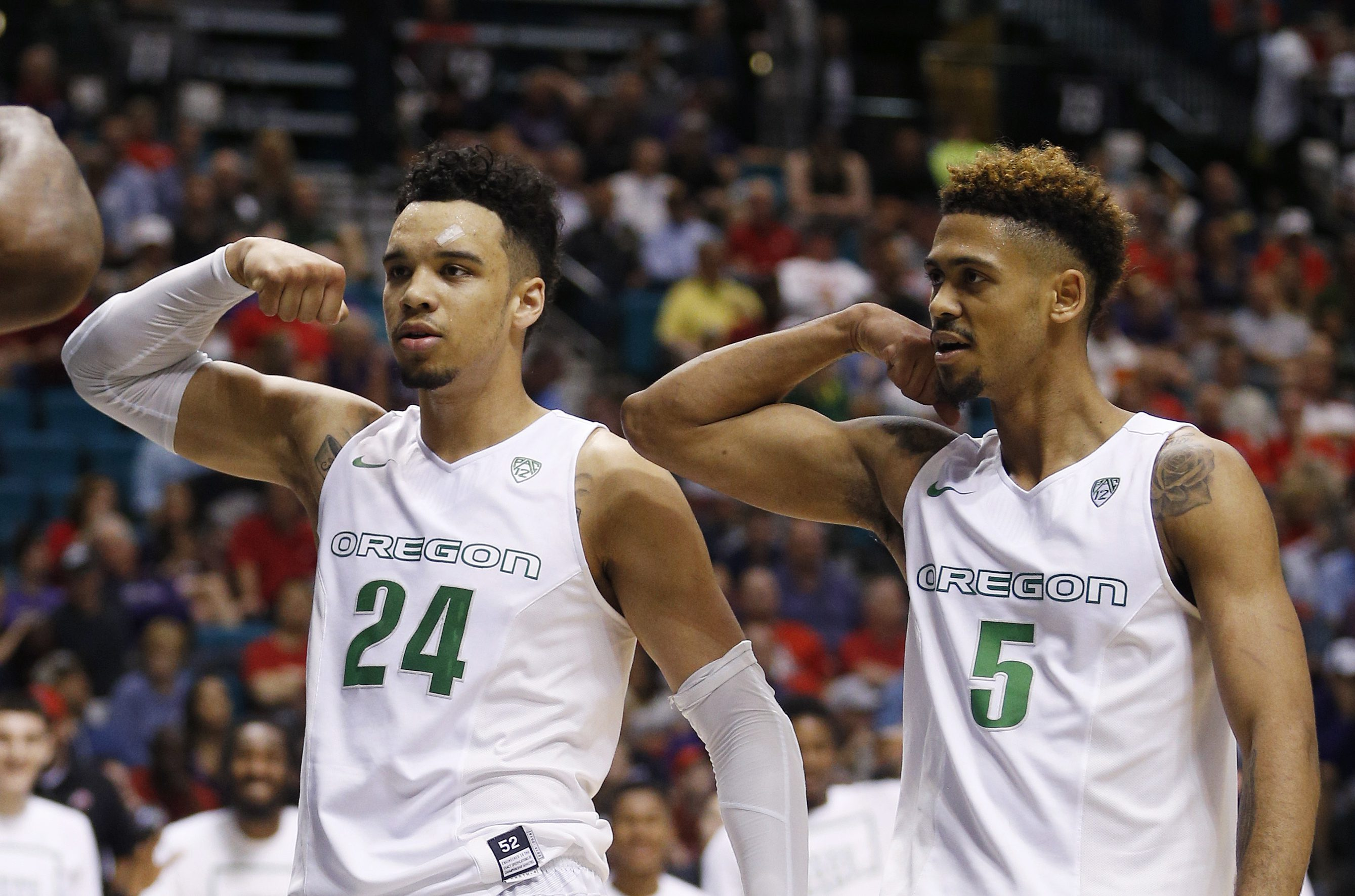 Oregon forward Elgin Cook, from left, forward Dillon Brooks and guard Tyler Dorsey react after a play against Washington during the second half of an NCAA college basketball game in the quarterfinal round of the Pac-12 men's tournament Thursday, March 10, 2016, in Las Vegas. Oregon won 83-77. (AP Photo/John Locher)