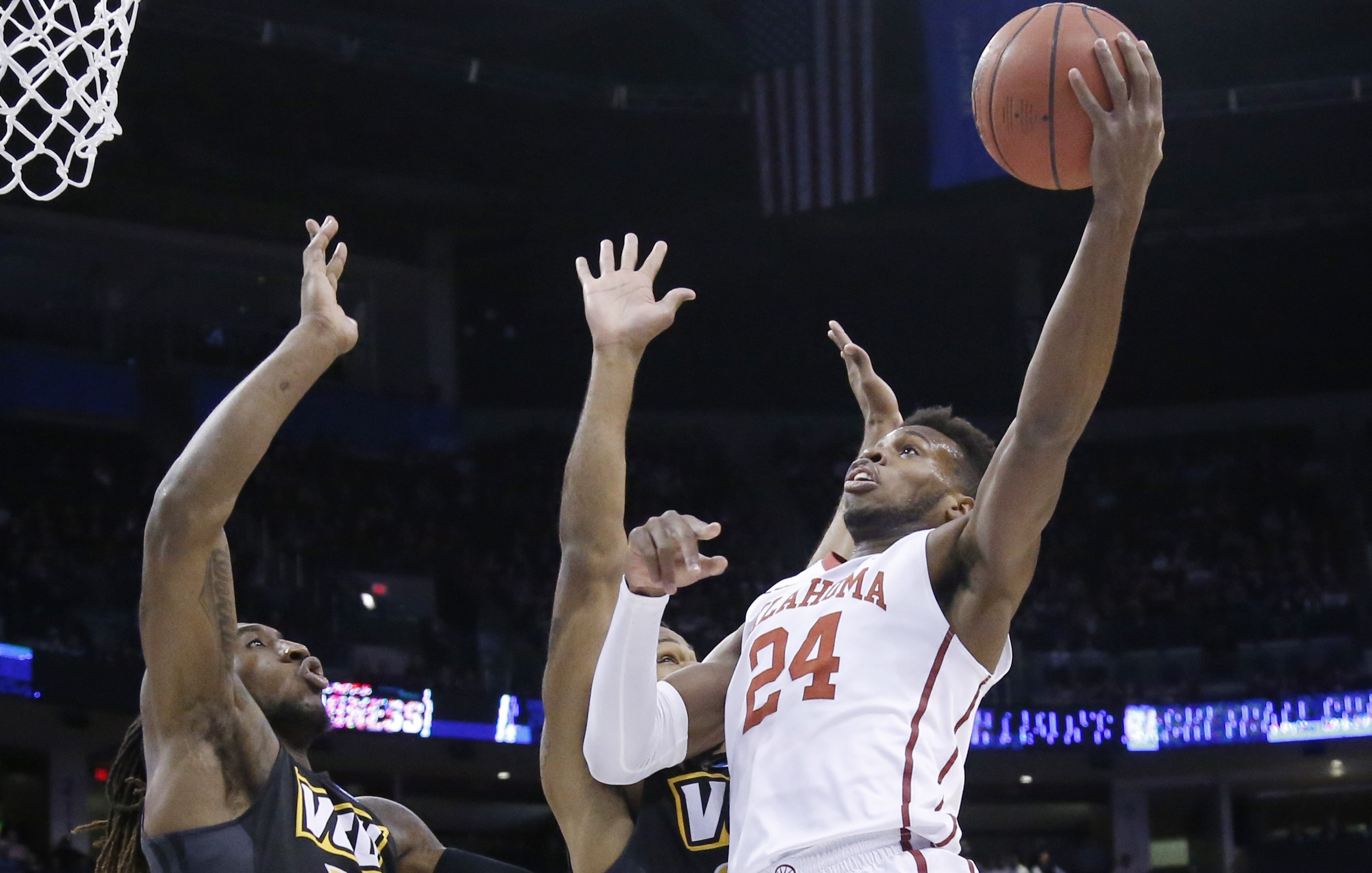 Oklahoma guard Buddy Hield (24) (AP Photo/Sue Ogrocki)