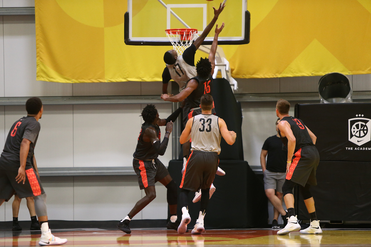 LOS ANGELES, CA. JULY 25, 2016. The Academy. Chris Boucher #17 of Oregon dunks. (Mandatory photo credit: Jon Lopez/Nike).