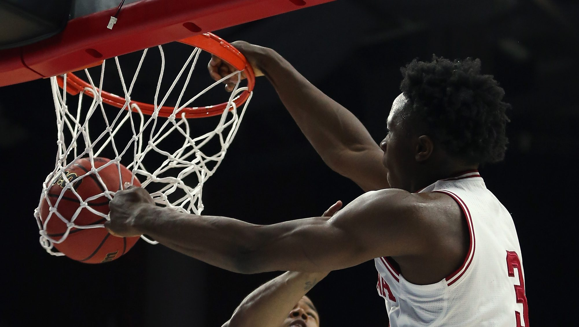DES MOINES, IA - MARCH 17: OG Anunoby #3 of the Indiana Hoosiers shoots a reverse dunk over Chuck Ester #0 of the Chattanooga Mocs in the second half during the first round of the 2016 NCAA Men's Basketball Tournament at Wells Fargo Arena on March 17, 2016 in Des Moines, Iowa. (Photo by Jonathan Daniel/Getty Images)