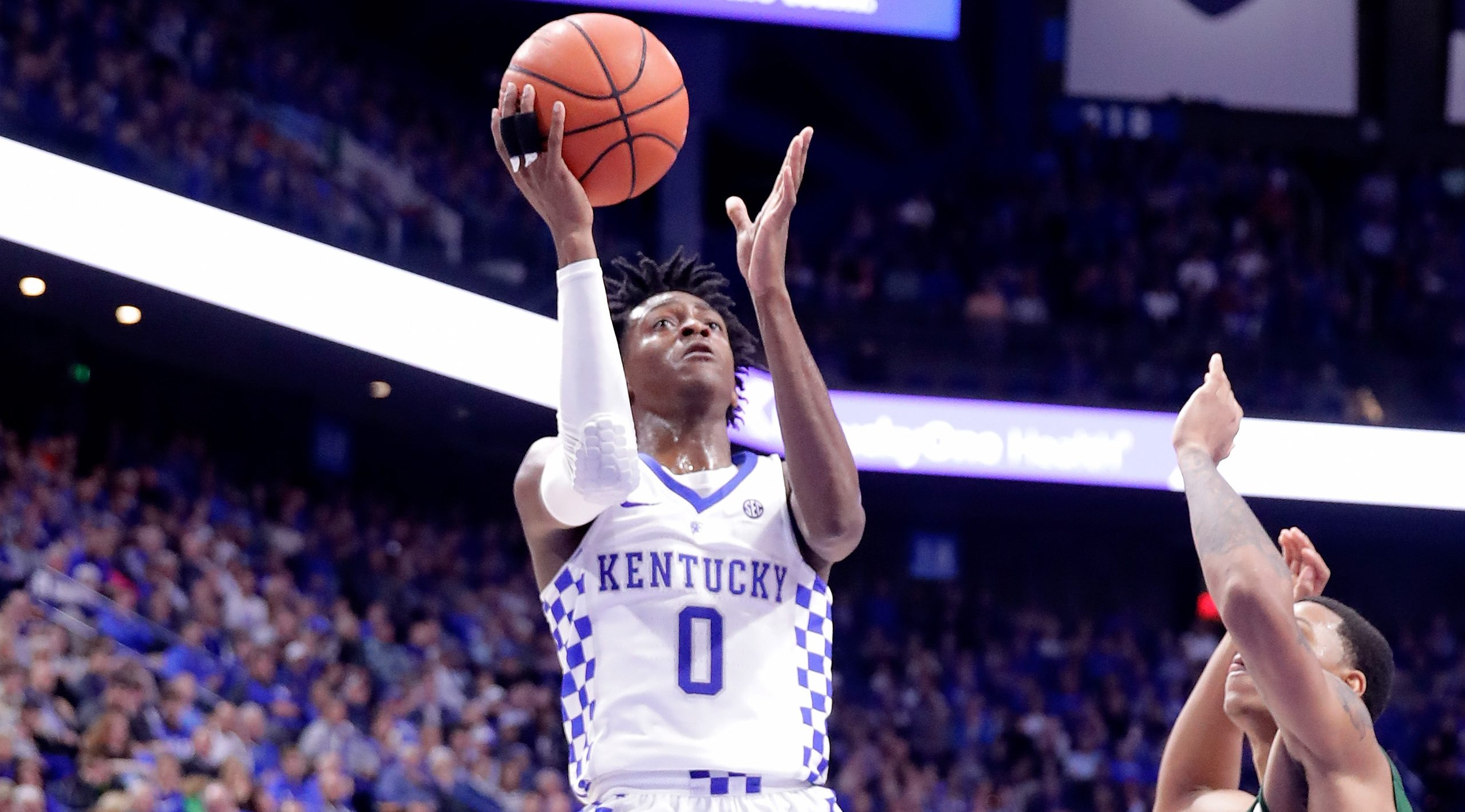 LEXINGTON, KY - NOVEMBER 23: De'Aaron Fox #0 of the Kentucky Wildcats shoots the ball during the game against the Cleveland State Vikings at Rupp Arena on November 23, 2016 in Lexington, Kentucky. (Photo by Andy Lyons/Getty Images)