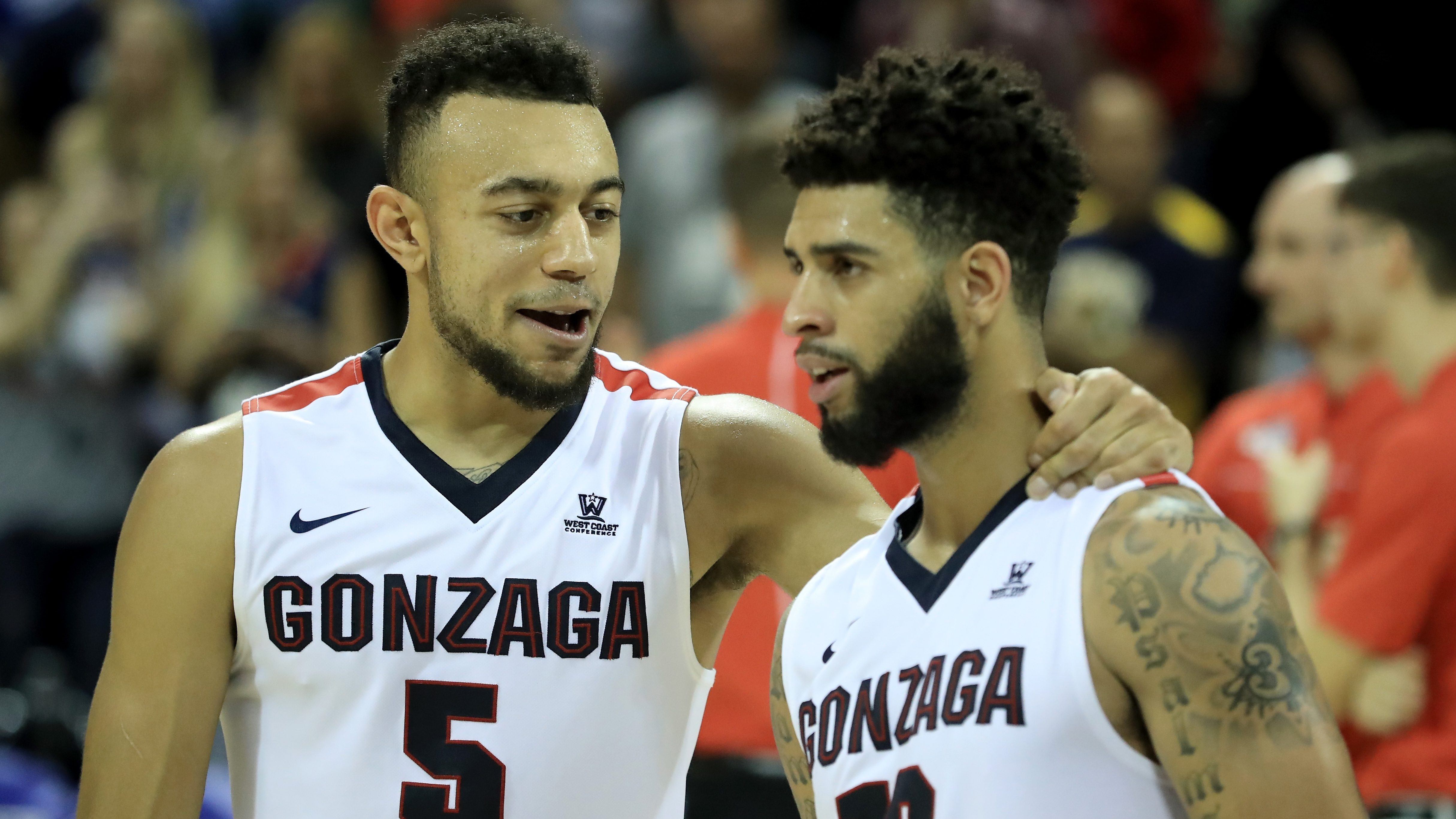 ORLANDO, FL - NOVEMBER 27: Nigel Williams-Goss #5 and Josh Perkins #13 of the Gonzaga Bulldogs celebrate a victory over the Iowa State Cyclones at HP Field House on November 27, 2016 in Orlando, Florida. (Photo by Sam Greenwood/Getty Images)