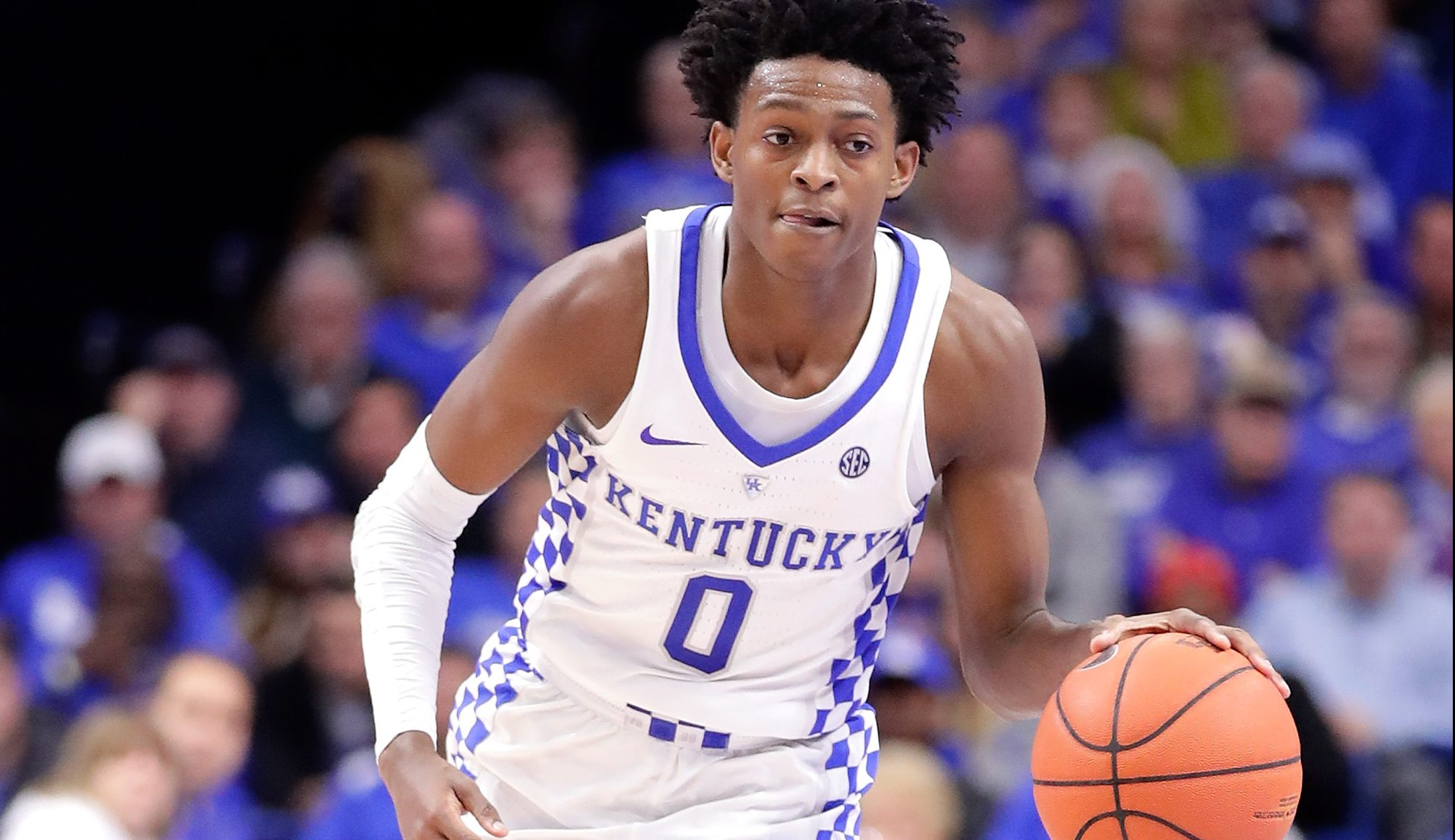 LEXINGTON, KY - DECEMBER 07: De'Aaron Fox #0 of the Kentucky Wildcats dribbles the ball during the game against the Valparaiso Crusaders at Rupp Arena on December 7, 2016 in Lexington, Kentucky. (Photo by Andy Lyons/Getty Images)
