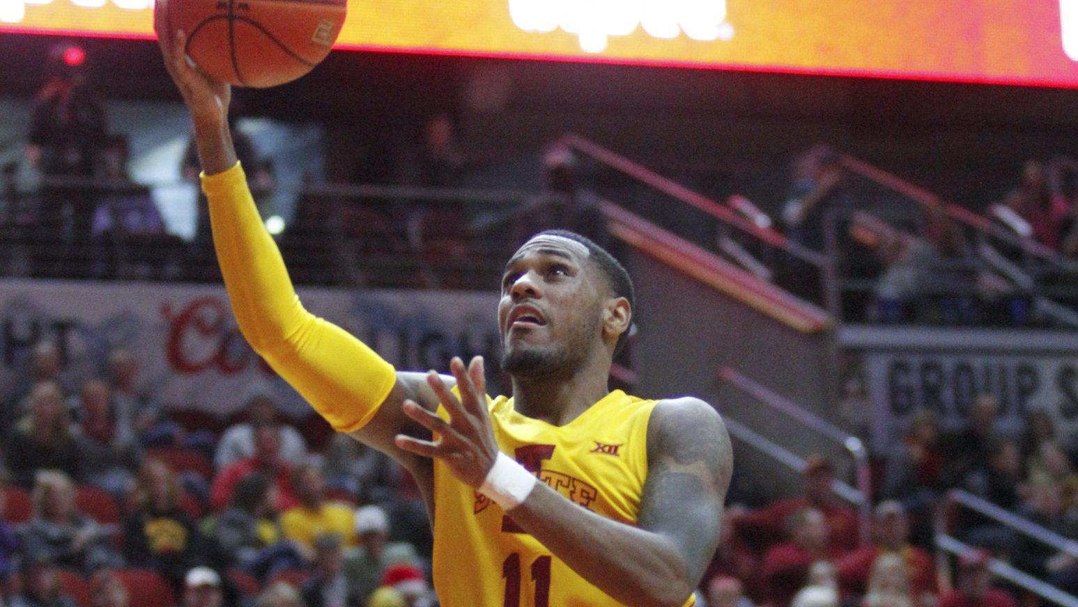 DES MOINES, IA- DECEMBER 17: Guard Monte Morris #11 of the Iowa State Cyclones drives to the basket during the first half against the Drake Bulldogs on December 17, 2016 in the Hy-Vee Classic at Well Fargo Arena in Des Moines, Iowa. (Photo by Matthew Holst/Getty Images)