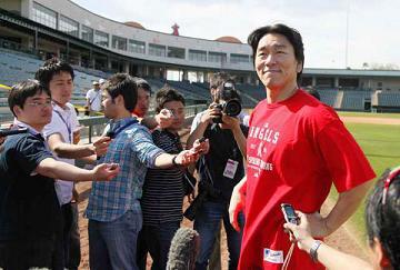 Matsui reporters.jpg