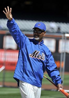 Jerry Manuel waving.jpg
