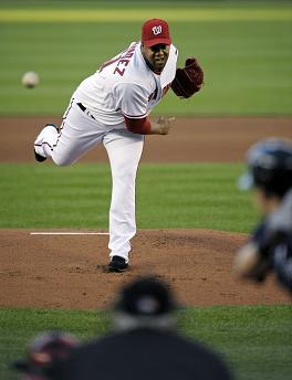 Livan Hernandez pitches.jpg