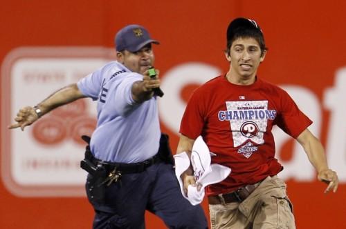 Phillies fan taser.jpg