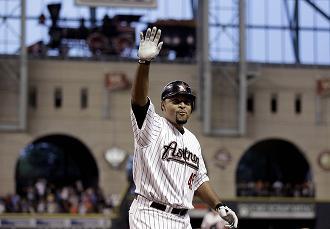 Carlos Lee waving.jpg
