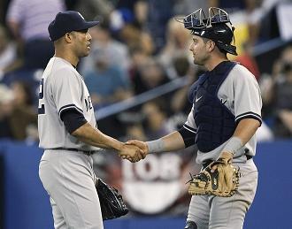 Rivera Cervelli shake hands.jpg